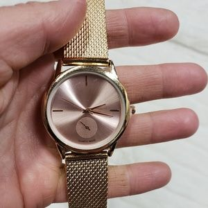 Accessories - NWT gold toned watch
